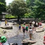 蚕糸の森公園で水遊び